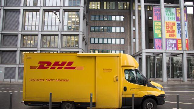 DHL gaat klimaatvriendelijker vervoeren met behulp van hogere rolcontainers