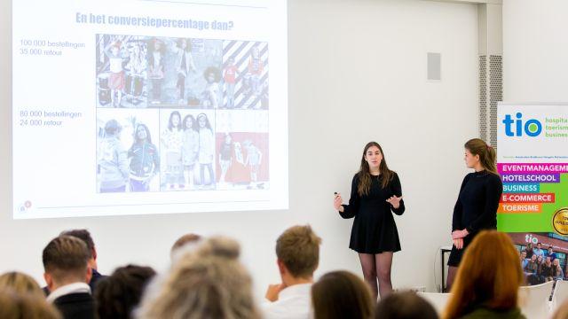 Studenten adviseren kleertjes.com tijdens finale E-commerceweek