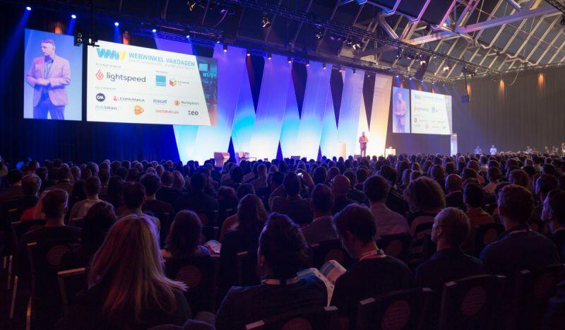 Wijnand op het podium bij de Webwinkel Vakdagen 2019